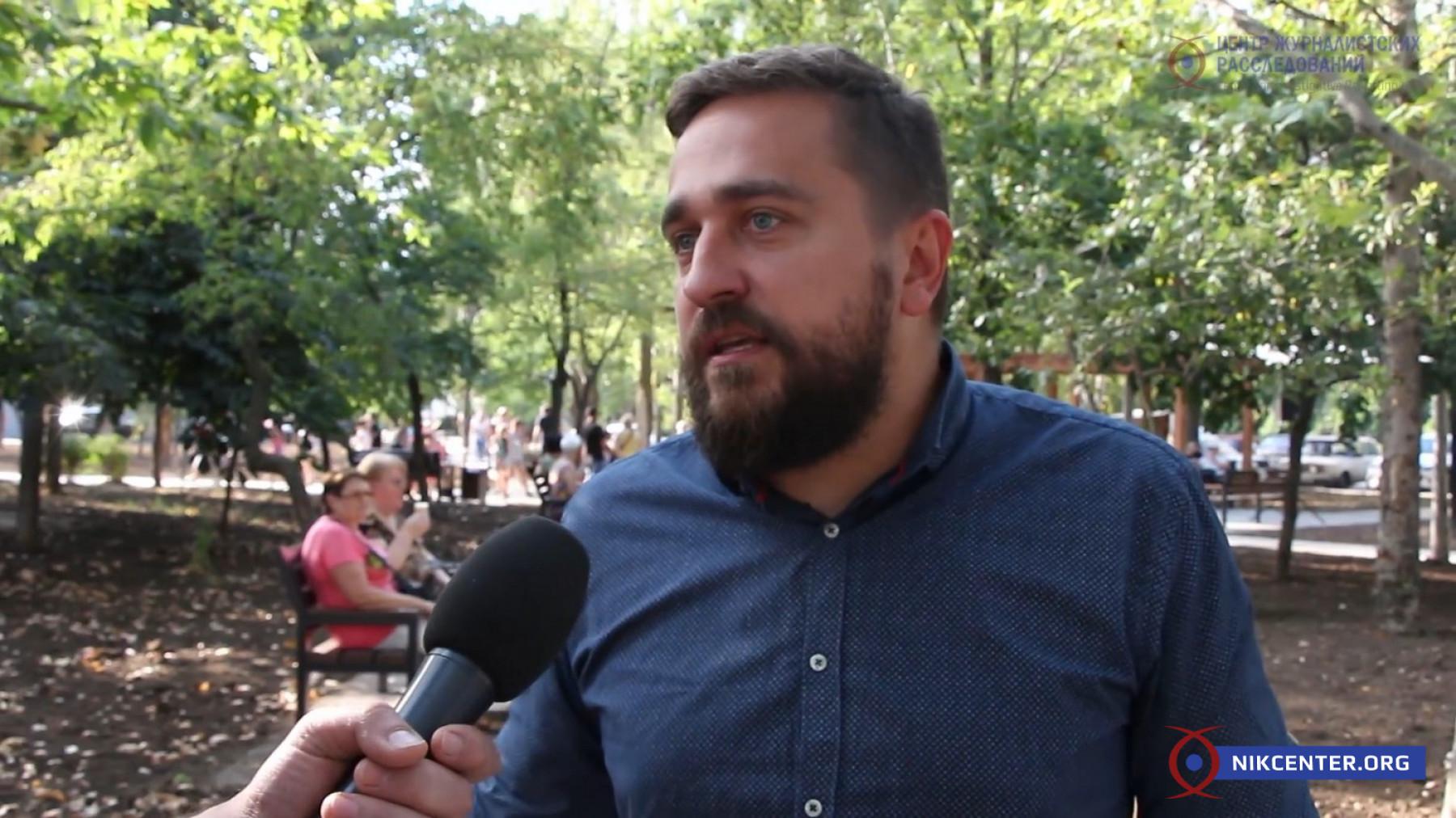 Директор департамента ЖКХ Сергей Коренев утверждает, что при нем и конкурсов стало больше, и подрядчиков