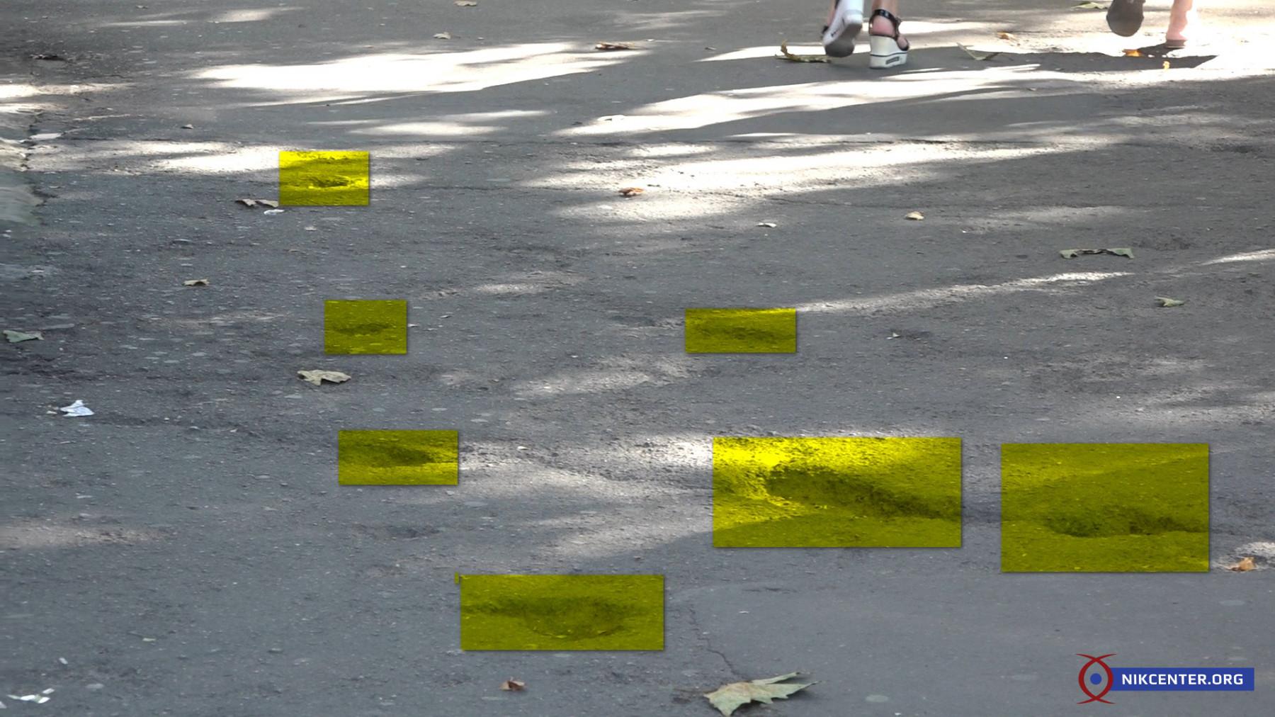 Зато на Соборной, возле гостиницы Украина, зияют большие ямы из-за которых николаевцы регулярно ломают себе ноги. Но до них никому дела нет