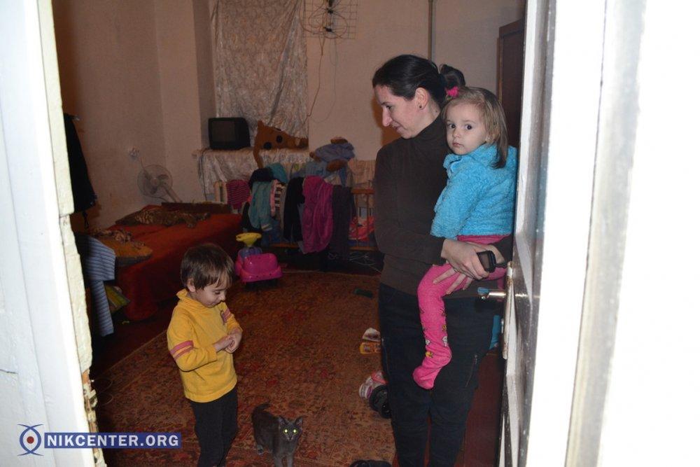 Комната, в которой живет Лариса Вальтер с тремя детьми