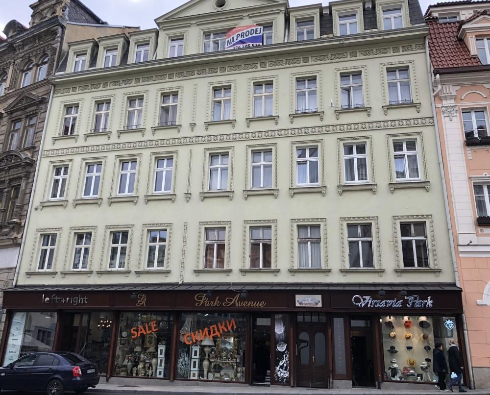 Дом в Карловых Варах, в котором расположена квартира Урбанских. Фото - Ева Кубаниова.