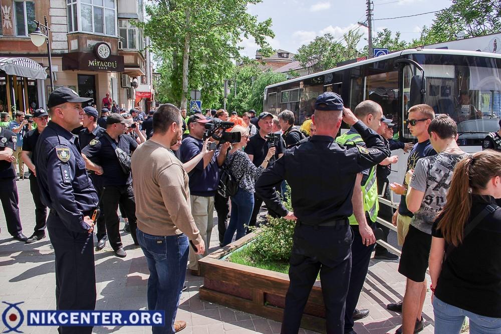 Попытка недовольных прохожих спровоцировать конфликт была пресечена правоохранителями