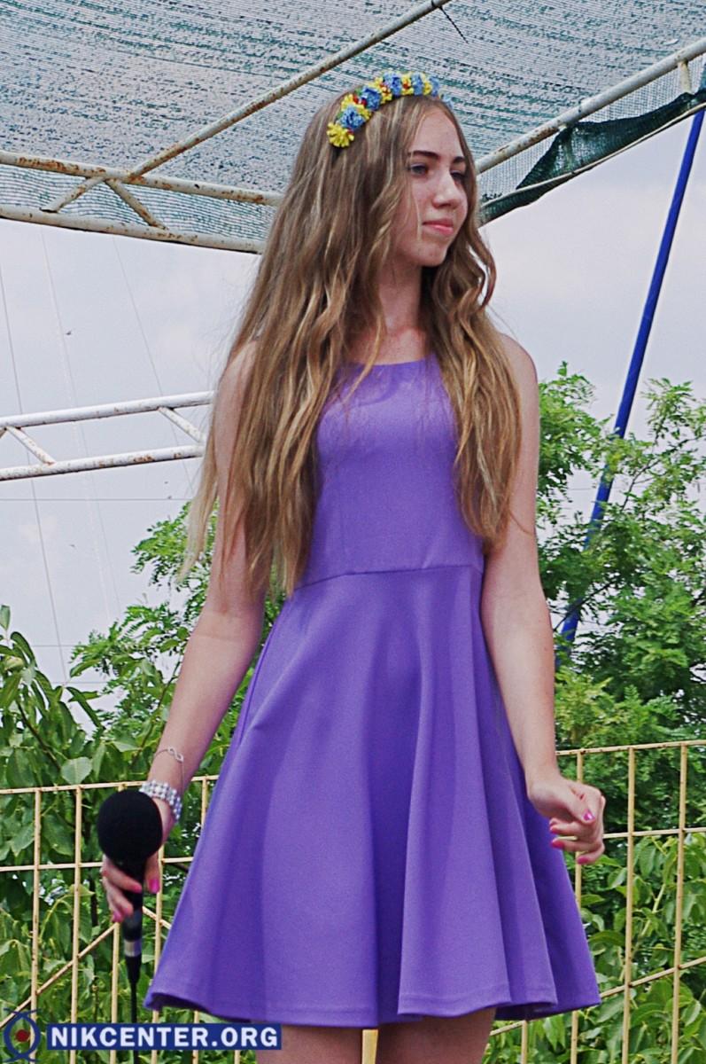 На фестивале в Голой Пристани устроили битву красками