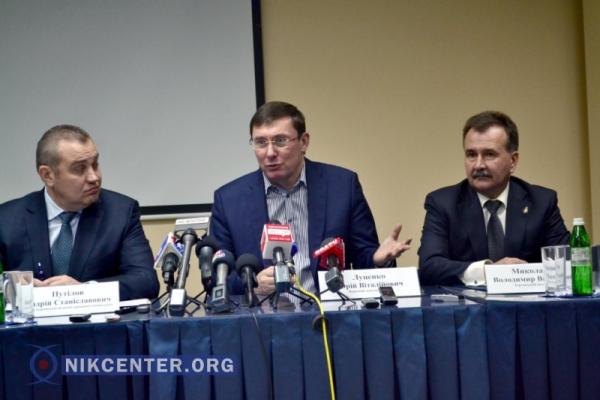 Слева направо: председатель Херсонского облсовета Андрей Путилов, Юрий Луценко, Владимир Миколаенко.