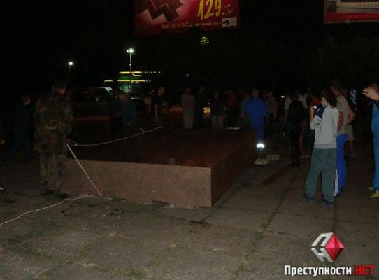 Свалили Ленина в Николаеве