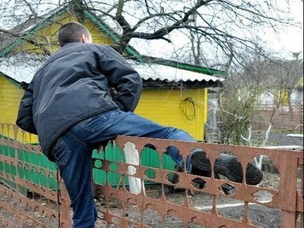 В станице Исправной, КЧР два жителя Зеленчукской ограбили дом