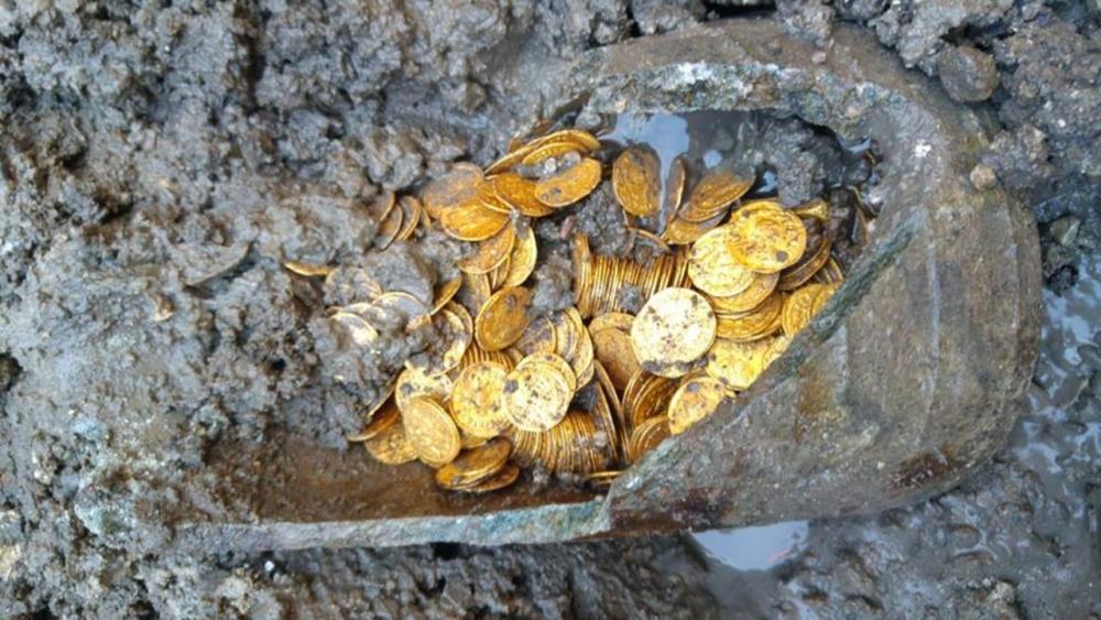Клады золотых монет с изображением доллара фото