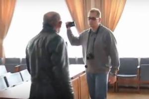 Херсонский коммунист напал на журналиста во время общественных слушаний
