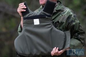 Под Киевом военные обстреляли бронежилеты, чтобы доказать их надежность