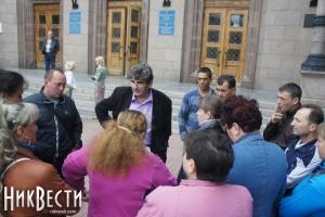 Николаевская милиция не пускает торговцев на стихийный рынок, призыв городских властей остался без внимания
