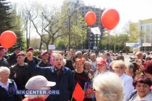 В Николаеве коммунисты и патриоты встретили 1 мая в жестких перепалках (ФОТО, ВИДЕО)