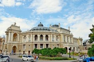 Артистам Одесского оперного театра вручили повестки