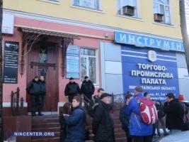 В Николаеве вооруженные люди в камуфляже захватили здание торгово-промышленной палаты (ФОТО, ВИДЕО)
