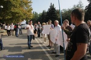 В Николаеве сессия горсовета началась с пикета против незаконной застройки рекреационной зоны «Маяк» (обновлено)