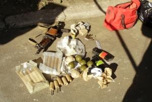Одесситка нашла аресенал оружия в мусорном баке
