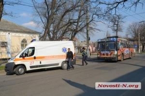 В Николаеве на нерегулируемом пешеходном переходе троллейбус сбил женщину
