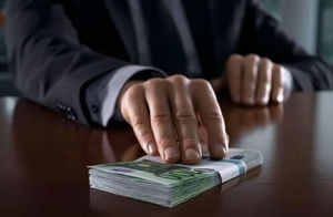 В Днепропетровске два сотрудника СБУ попались на миллионной взятке