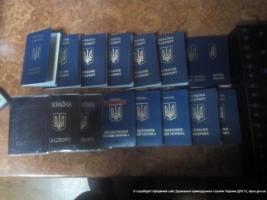 На въезде в Крым задержали жителя Херсона, который вез на оккупированную территорию 10 паспортов граждан Украины