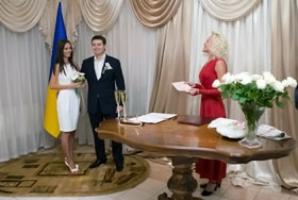 Украинцам хотят ускорить процессы заключения и расторжения брака