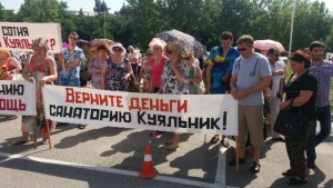 Донбасские переселенцы заблокировали Одесскую ОГА, чтобы получить жилье