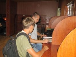 В Николаеве провели ночной рейд по интернет-клубам, выявляя несовершеннолетних