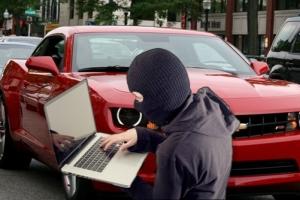 Чтобы раздобыть деньги на наркотики, николаевец похитил из автомобиля ноутбук и 12 тысяч гривен