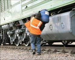 Херсонские железнодорожники воровали дизтопливо из тепловозов