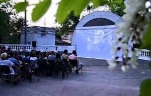 Николаевский «Дендропарк» приглашает всех желающих на бесплатный просмотр фильмов под открытым небом
