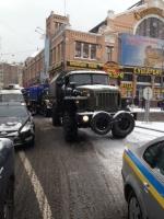 На столичную Михайловскую площадь прибыла колонна спецвойск МВД «Тигр» и «Беркут»