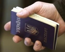 В Украине заменят внутренние паспорта в форме книжечек пластиковыми карточками