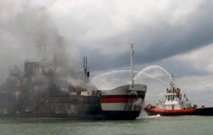 На борту горящего парома Norman Atlantic находятся сотни пассажиров. Судьба украинок - неизвестна