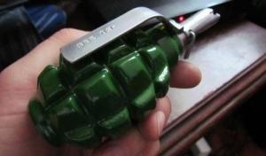 Трое людей в военной форме угрожали николаевцам гранатой в маршрутном такси