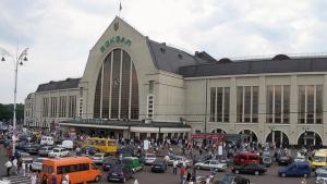 Более тысячи человек эвакуированы из здания железнодорожного вокзала в Киеве