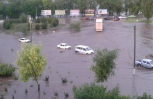 Сильнейший ливень затопил дома и улицы в Херсонской области