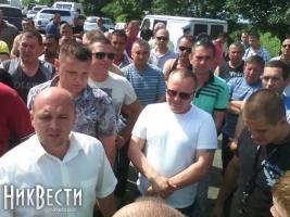 Николаевские дальнобойщики восстали против дорожных поборов и готовятся перекрывать трассу на Киев