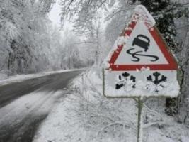 Служба автодорог предупредила, что в Николаевской области возможно ограничение движения транспорта из-за мокрого снега