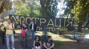 Под ВР митингуют солдатские матери и активисты партии «Свобода»