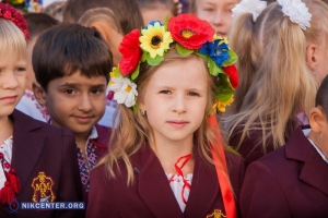 В День знаний в Николаеве проходят патриотические линейки. ФОТОРЕПОРТАЖ