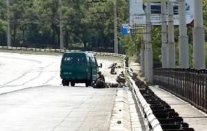 В Мариуполе расстреляли колонну пограничников. Есть погибшие