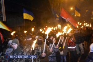 Херсонцы почтили память героев Крут факельным шествием и двумя митингами