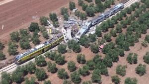 Число погибших в результате аварии на железной дороге в Италии возросло 27 человек