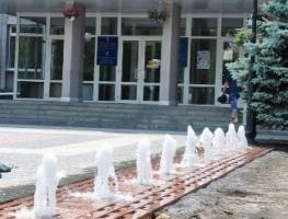 Херсон встретил участников Черноморско-Балтийского форума отремонтированными фонтанами и… неработающим туалетом