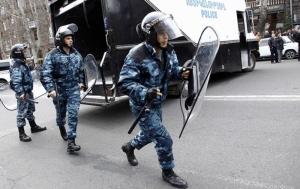Захват здания полиции в Ереване: в заложниках еще остаются шестеро человек