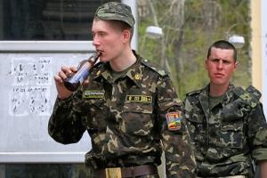 На Херсонщине военных, уличенных в пьянстве, будут штрафовать и лишать премий