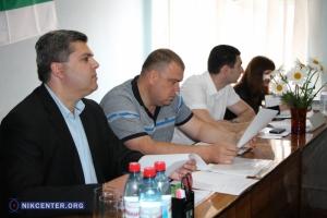 Дозаседались: следователь полиции вручила повестки членам конкурсной комиссии по вывозу мусора в Николаеве