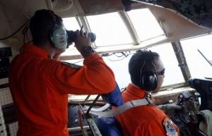 Крушение лайнера AirAsia: Водолазы обнаружили хвост самолета