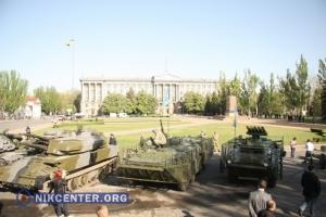 Ко Дню Победы в центр Николаева пригнали всю военную технику гарнизона (ФОТОРЕПОРТАЖ)