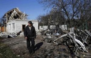 В Донецке утром слышны залпы тяжелых орудий, повреждены жилые дома
