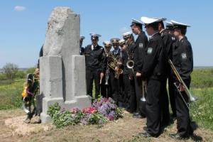 Николаевские моряки и школьники почтили память неизвестных советских воинов