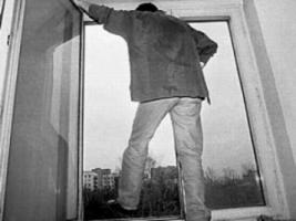 Одессит, проживший неделю рядом с трупом жены, выбросился из окна