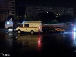 На Херсонщине грузовик врезался в военный танк. Водитель погиб